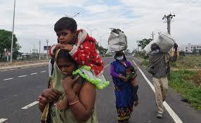 अपने गांवों की तरफ लौट रहे 1.5 लाख लोगों को पहले क्वारंटाइन सेंटर में बिताने होंगे दिन, CM योगी ने दिए आदेश
