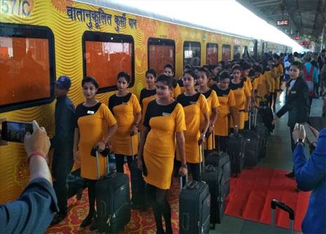 IRCTC ने रद्द किया देश की पहली प्राइवेट ट्रेन तेजस का संचालन, सवारियों की कमी का दिया हवाला