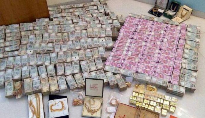 अधिकारी ने अपने घर के तहखाने में छिपा रखा था 2 लाख करोड़ कैश और 13 टन सोना, सरकार भी हैरान