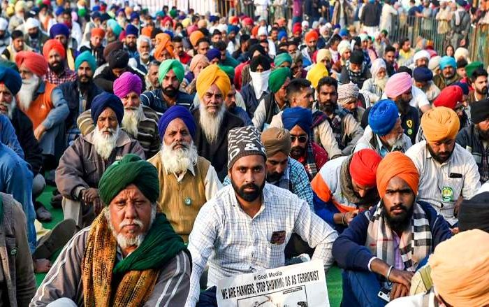 किसानों का यह संघर्ष ही भारतीय अर्थव्यवस्था के तमाम संकटों की कुंजी है