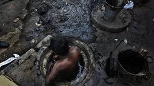 दिल्ली : सेप्टिक टैंक में सफाई के लिए उतरे दो मजदूरों की मौत, परिजनों का हंगामा