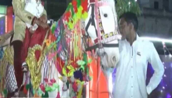 दलित दूल्हे की शादी में 'बाराती' बने 69 पुलिसकर्मी, तब पूरा हुआ युवक का सपना