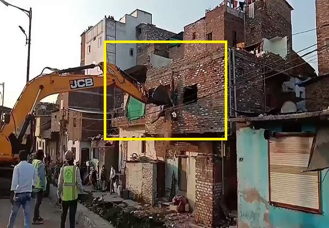 On whose orders did MP police demolish a Muslim daily wager's home?