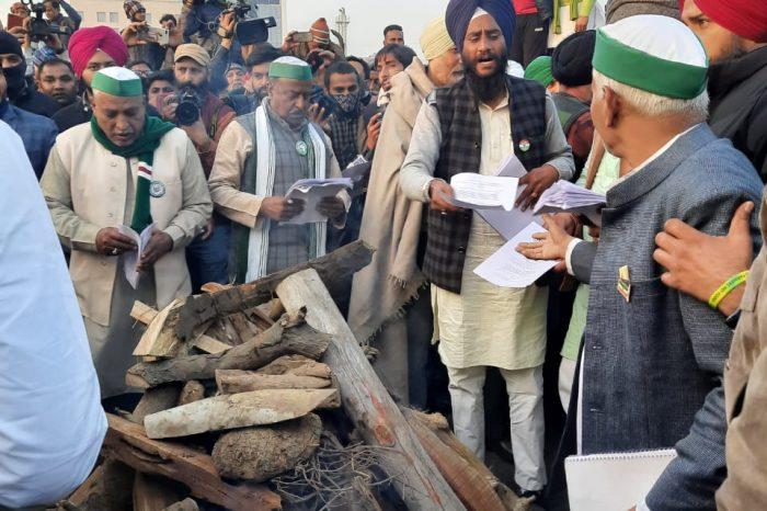 Farmers celebrate Lohri, burn copies of Farm Acts into ashes in the bonfire