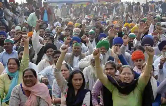 Amritsar women present farmer leaders with Jallianwala bagh soil
