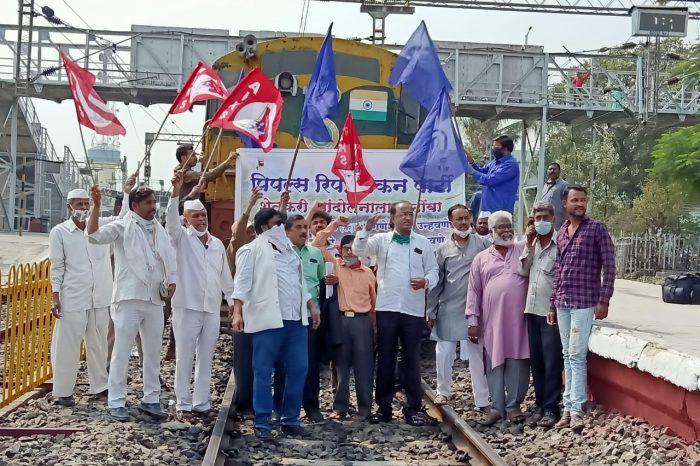 Farmers observe 'rail roko' across India