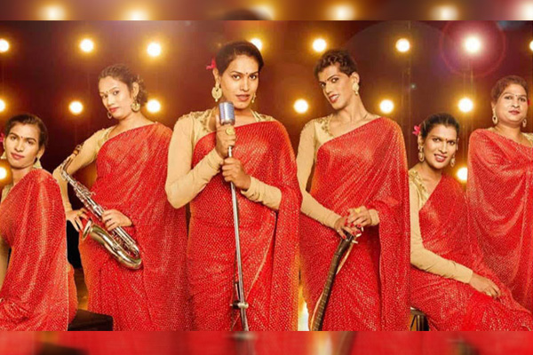Know more about India's first Transgender music band '6 Pack Band'