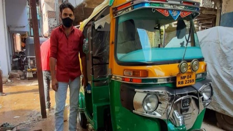 Auto rickshaw turned ambulance: Javed Khan offers free service in Bhopal