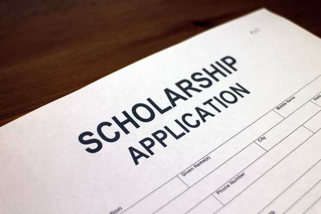 Cong blames Centre for not releasing scholarship funds