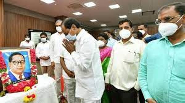 KCR promises yet another sop 'Dalit Bima'