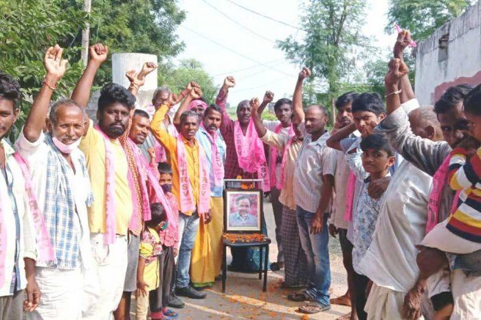 Dalits campaign with CM KCR photo in Huzurabad